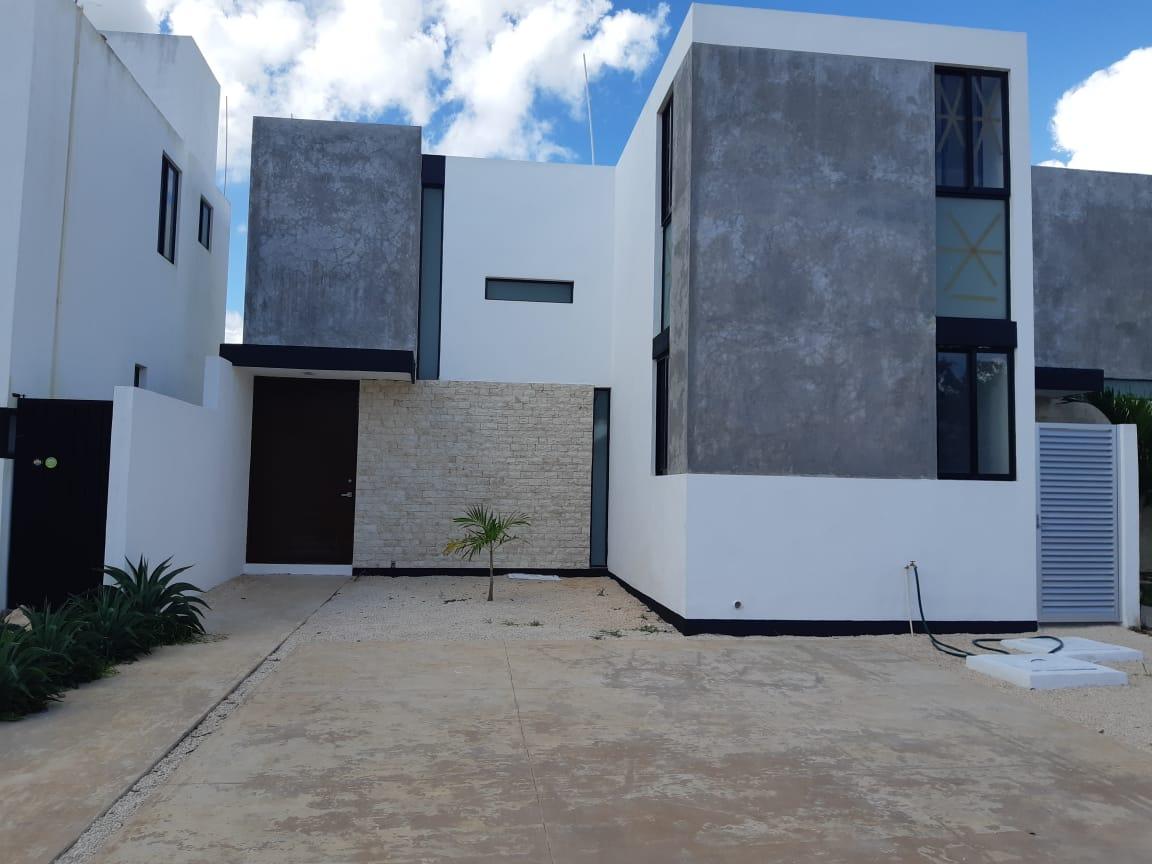 Casa de 2 niveles en Renta en Privada Monteverde, Conkal_Monteverde fachada 3